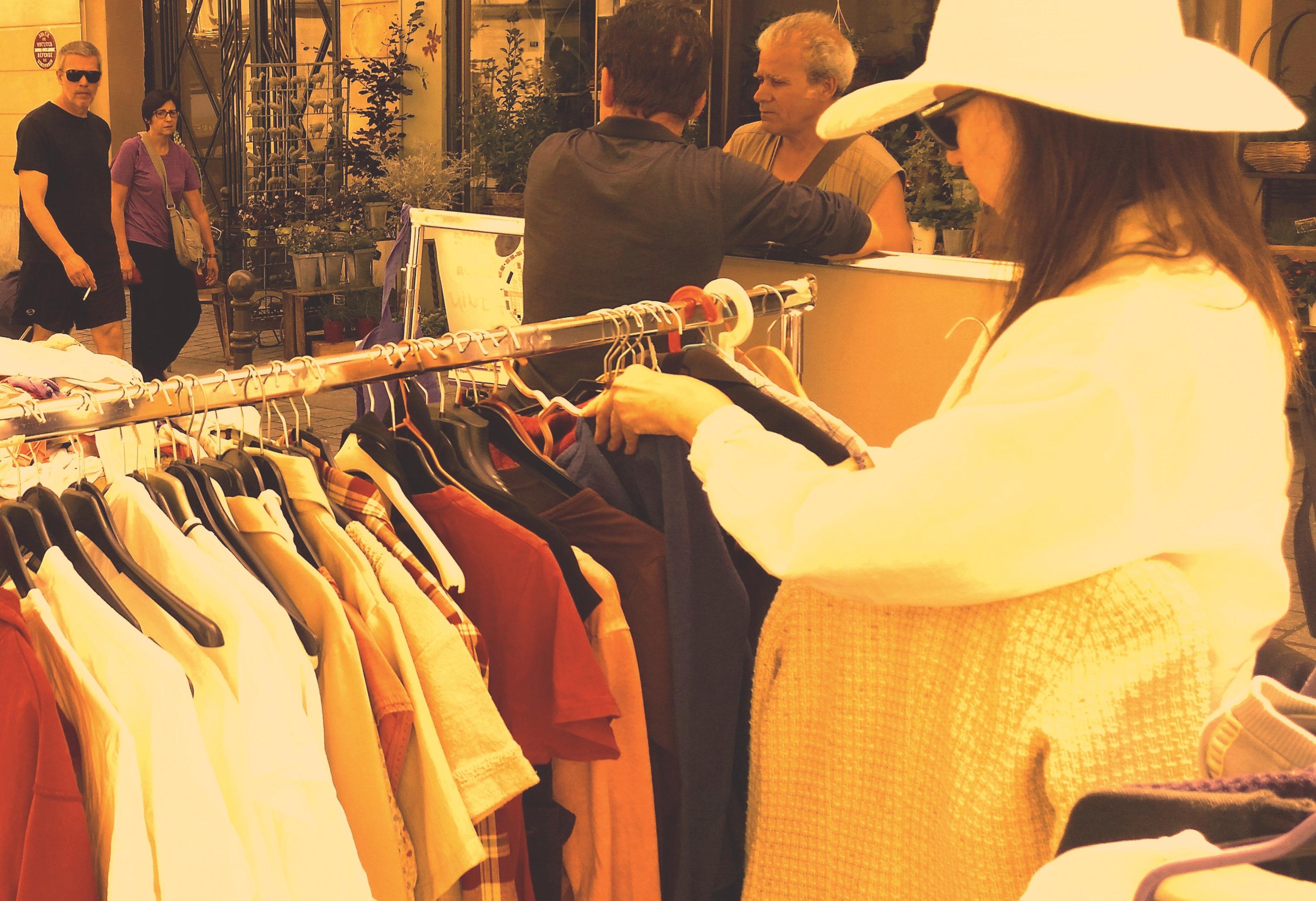 Stand récup' vêtements de saison @ L'Ortie Roule | Paris | Île-de-France | France